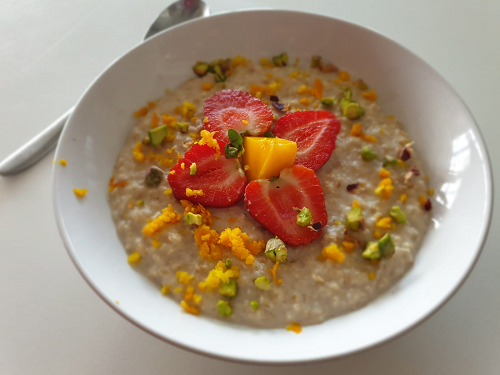 Fruity hearty porridge